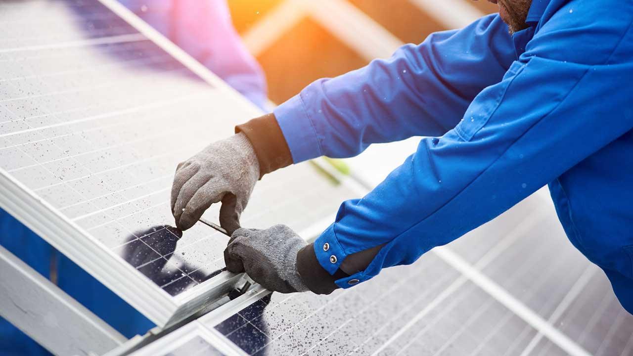 Lohnt sich eine Photovoltaik-Anlage - Montage