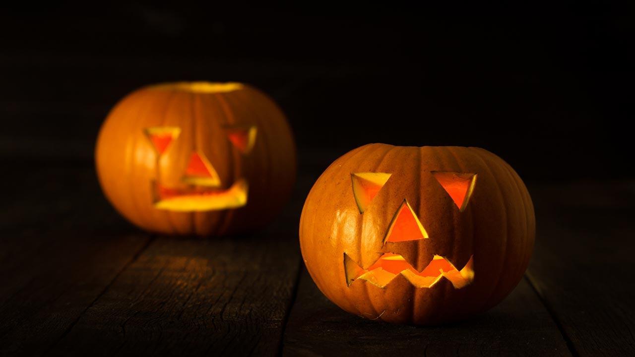 Die schönsten Halloween Deko-Ideen für Garten und Terrasse - Kürbislampen