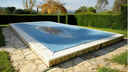 Den Swimmingpool richtig einwintern