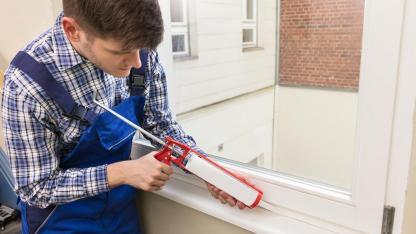 Fenster und Türen im Herbst kontrollieren