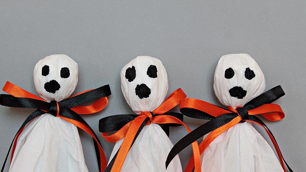 Bastelideen mit Kindern für Halloween - Taschentuchgeister