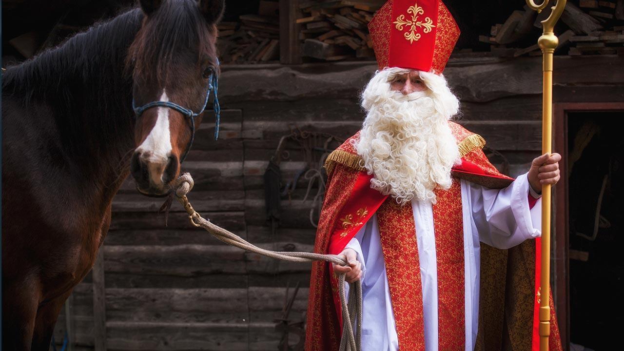 Krampus und Perchtenläufe in den Alpen - Nikolaus