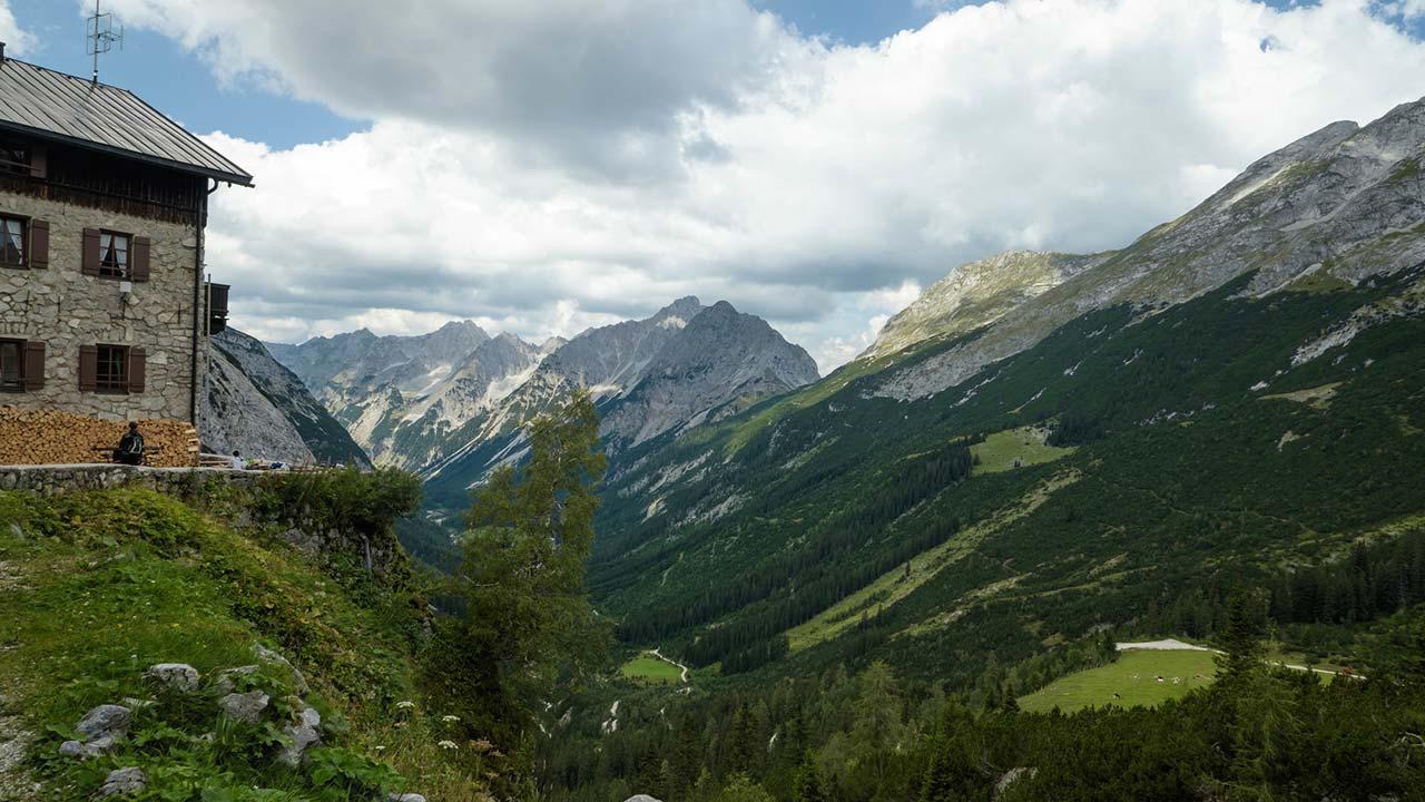 Abwechsungsreiche Wanderrouten im Karwendelgebirge - Karwendelhaus