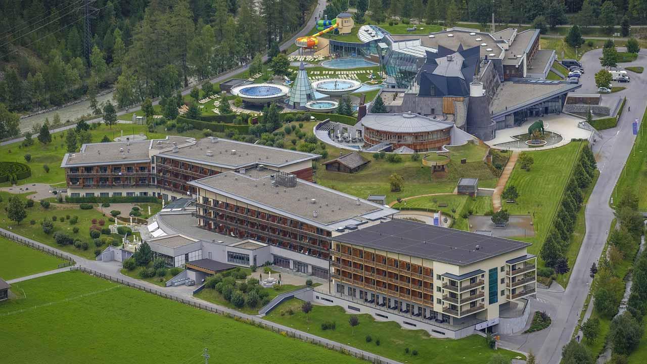 Thermenregion Österreich -  Badelandschaft im Ötztal, Tirol