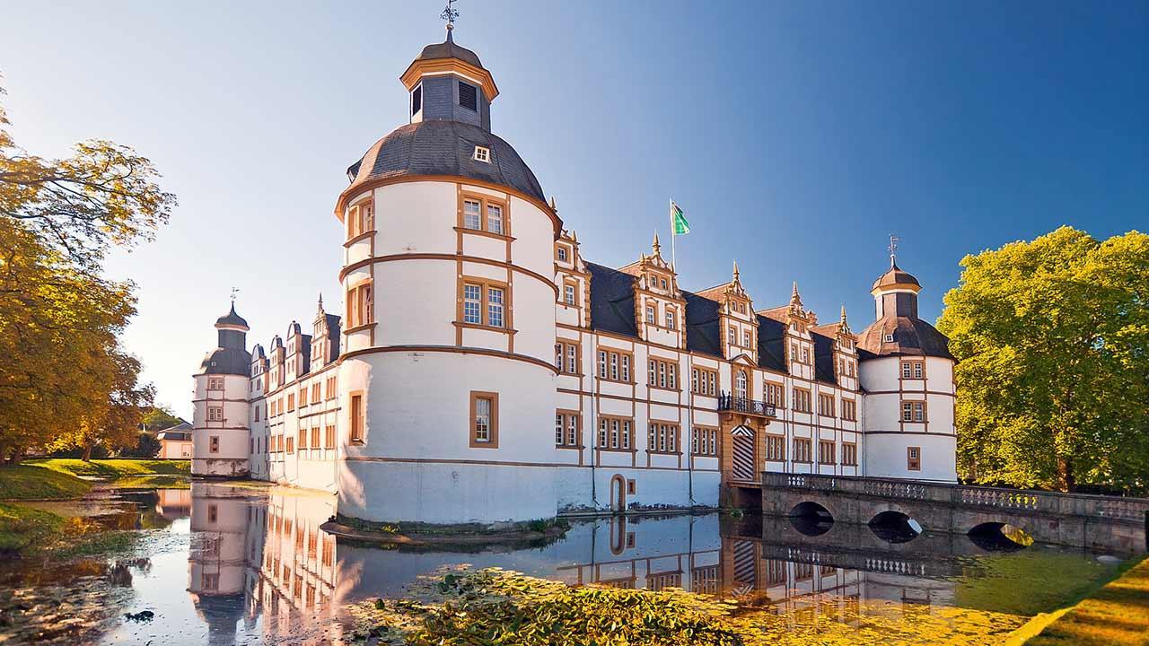 Touren-Tipps fürs Wandern im Teutoburger Wald - Wasserschloss Schloss Neuhaus