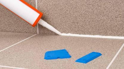 Silikonfugen reinigen oder erneuern - Fugen
