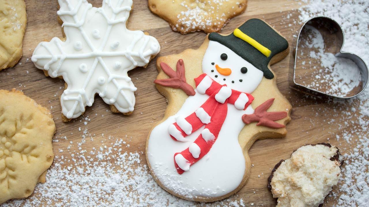 Leckere Weihnachtsbäckerei - Schneemann Keks