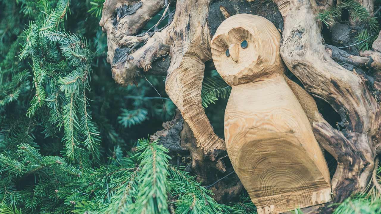 Waldweihnacht im eigenen Garten - Geschnitzte Eule