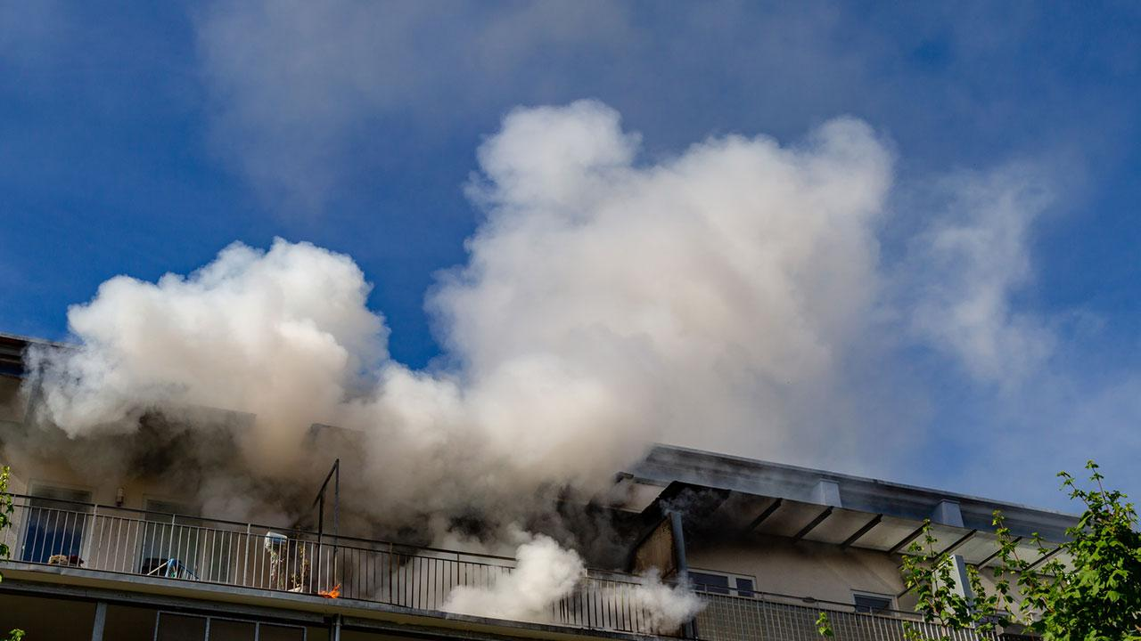 Brandschutz Vorsichtsmaßnahmen für Weihnachten und Silvester - Zimmerbrand