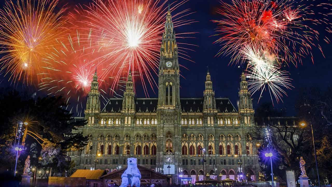 Besuchen Sie den Silvesterpfad in Wien - Rathaus mit Feuerwerk