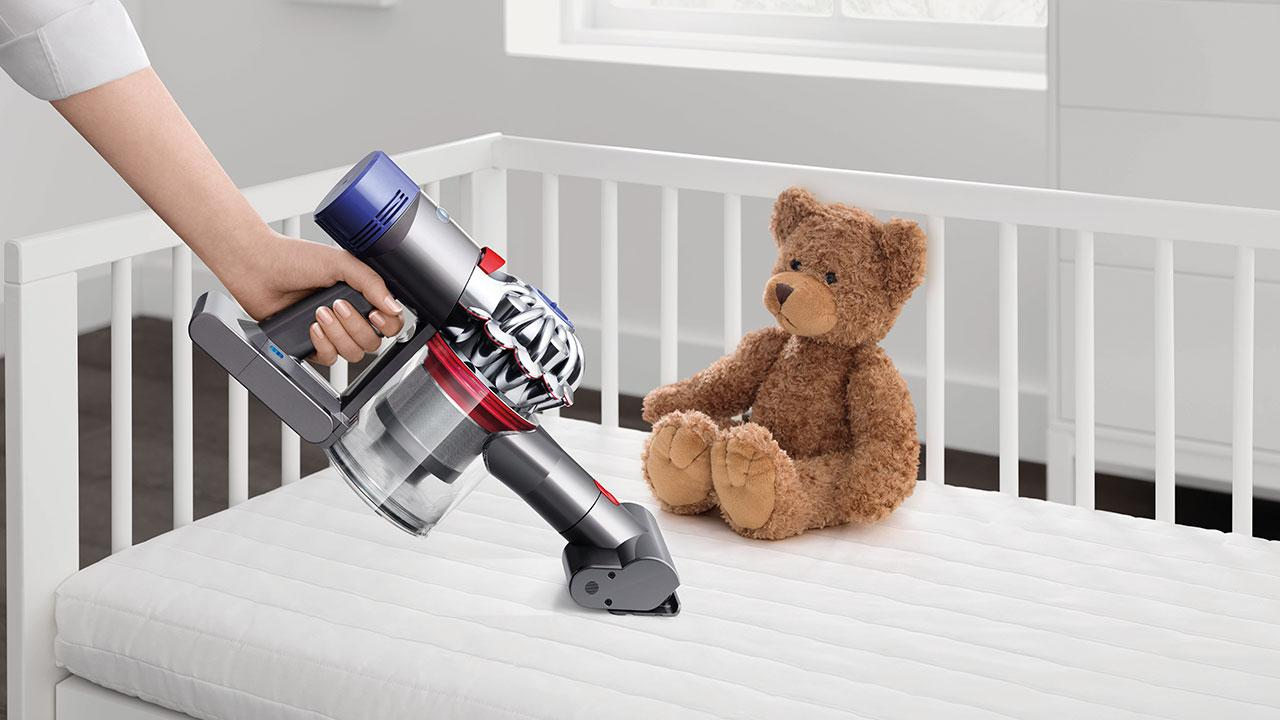 Der Staubsauger für alle Fälle - Dyson - Handsauger im Kinderzimmer