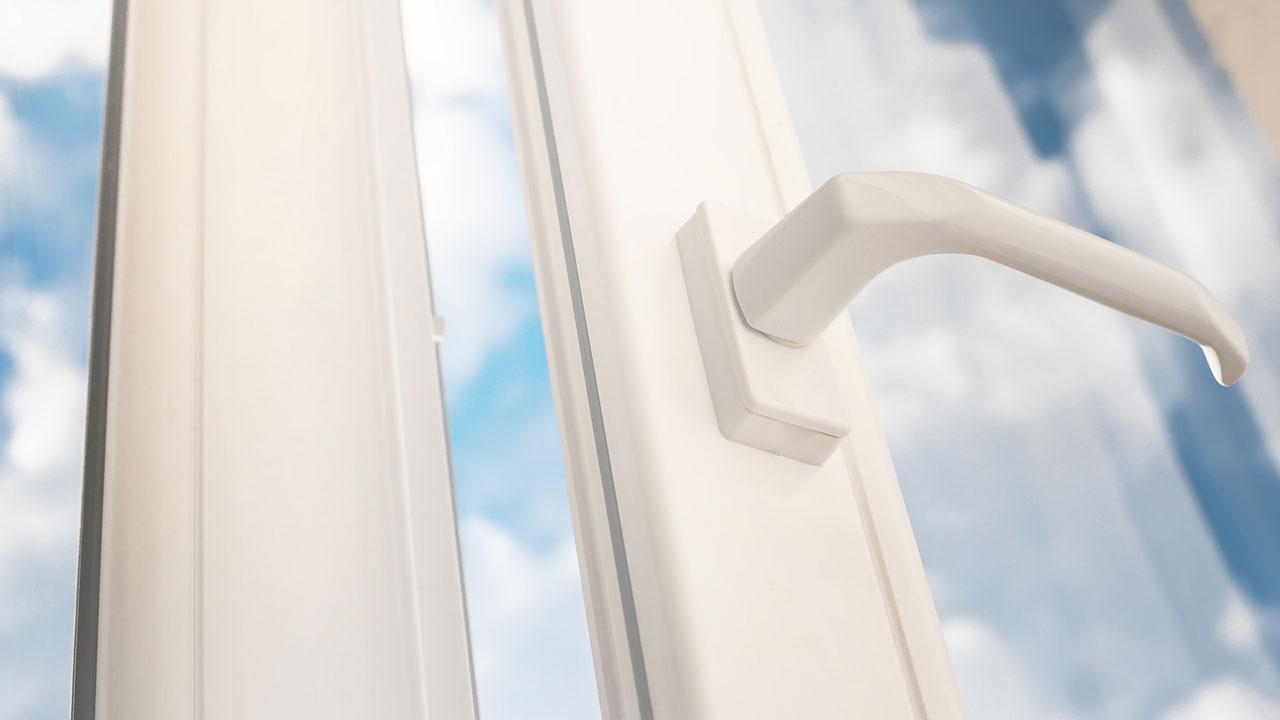 Wie putzt man Streifenfrei Fenster - Sonne durch die Scheiben