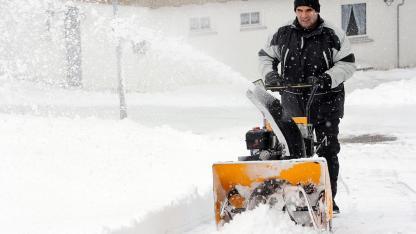 Den Gehsteig richtig vom Schnee befreien