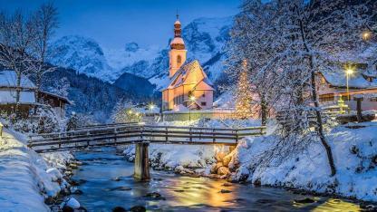 Winterwanderungen durch das Salzburger Land - abendliche Kirche in der Ramsau