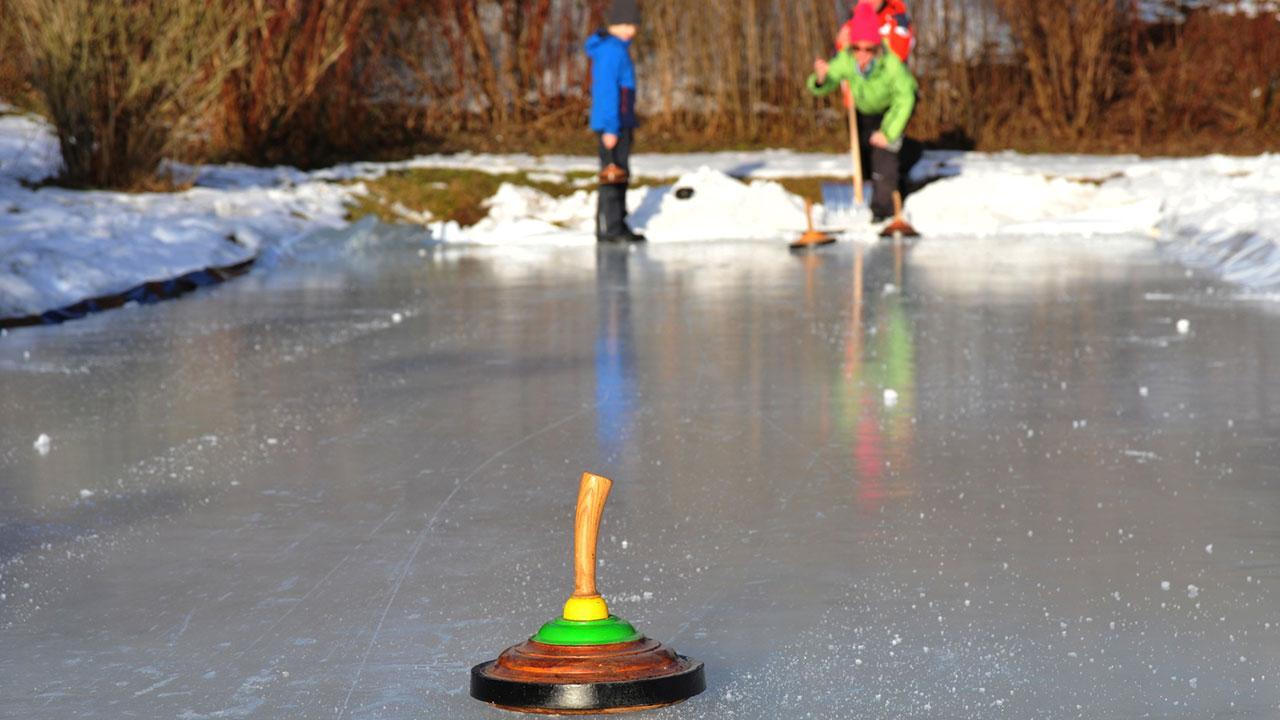 Eisstockbahn im eigenen Garten - 2 Spieler