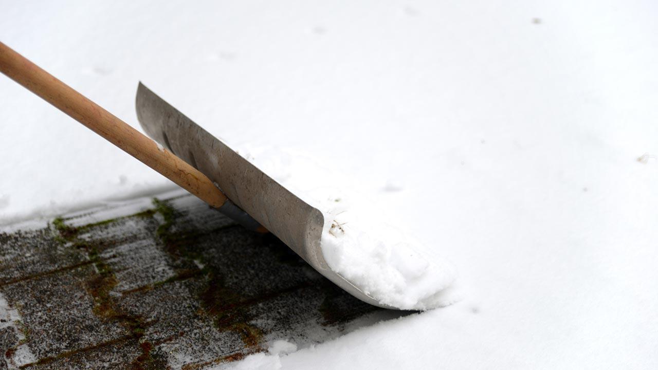 Tipps für Anschaffung einer neuen Schneeschaufel - Metallschaufel