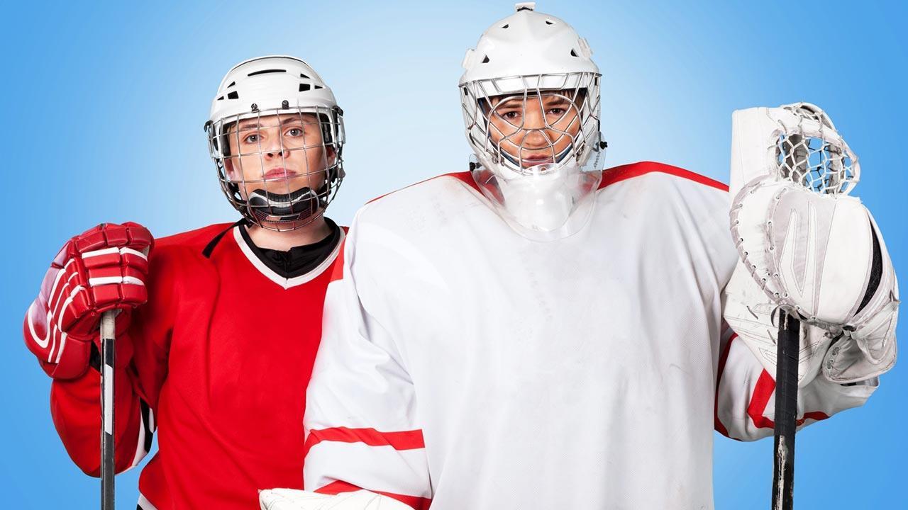 Eishockey, ein Sport mit viel Ausrüstung - 2 Jungs