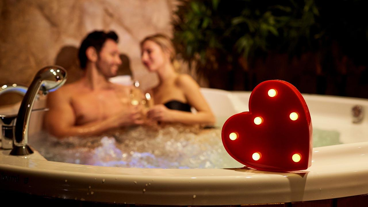 Das schönste Geschenk für Ihn am Valentinstag - Wellnes in der Badewanne