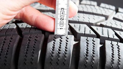 Winterreifen Profil selber nochmals checken - Profil mit Zollstock messen