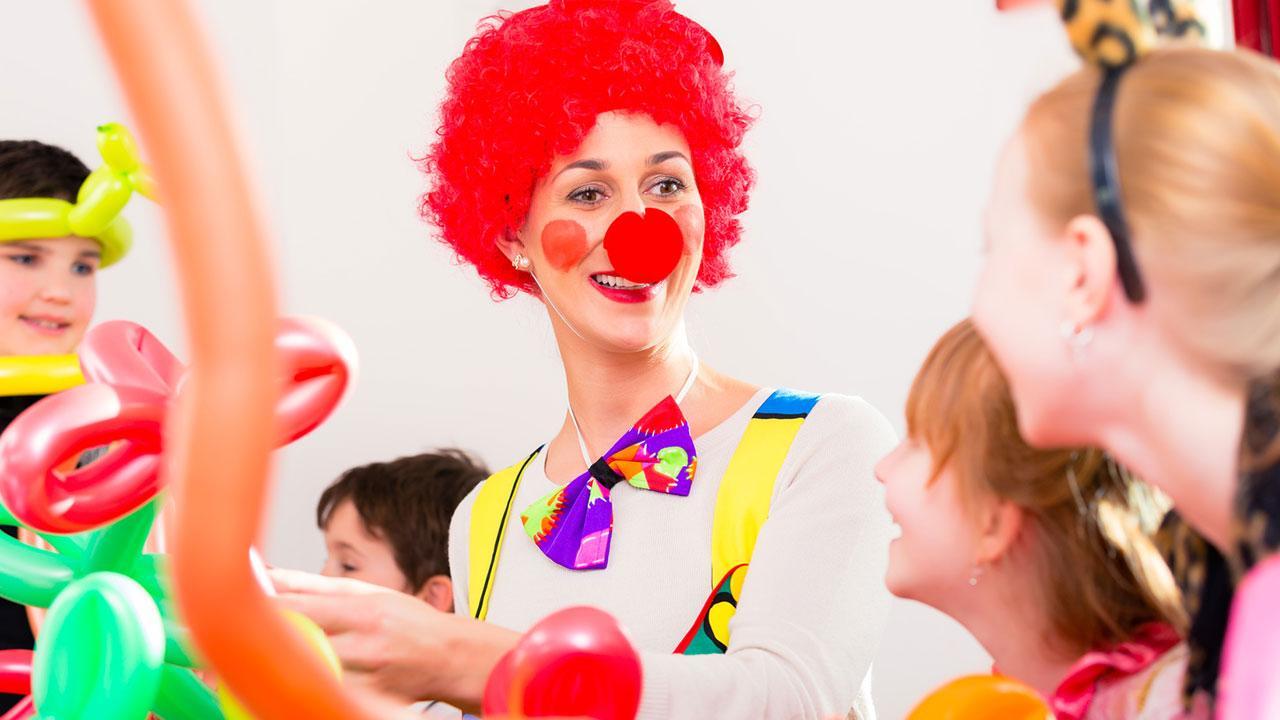 Faschingsdeko selbst gemacht - Clown mit Kindern