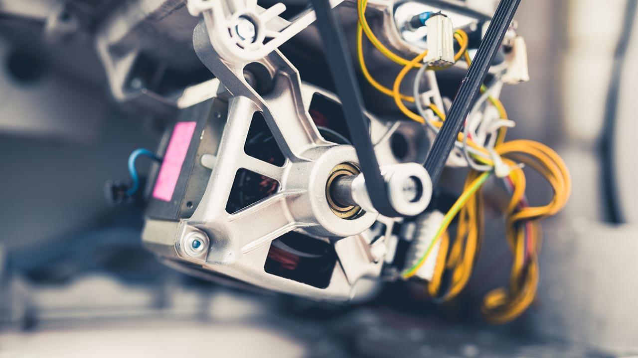 Kohlebürsten der Waschmaschine wechseln - Elektromotor