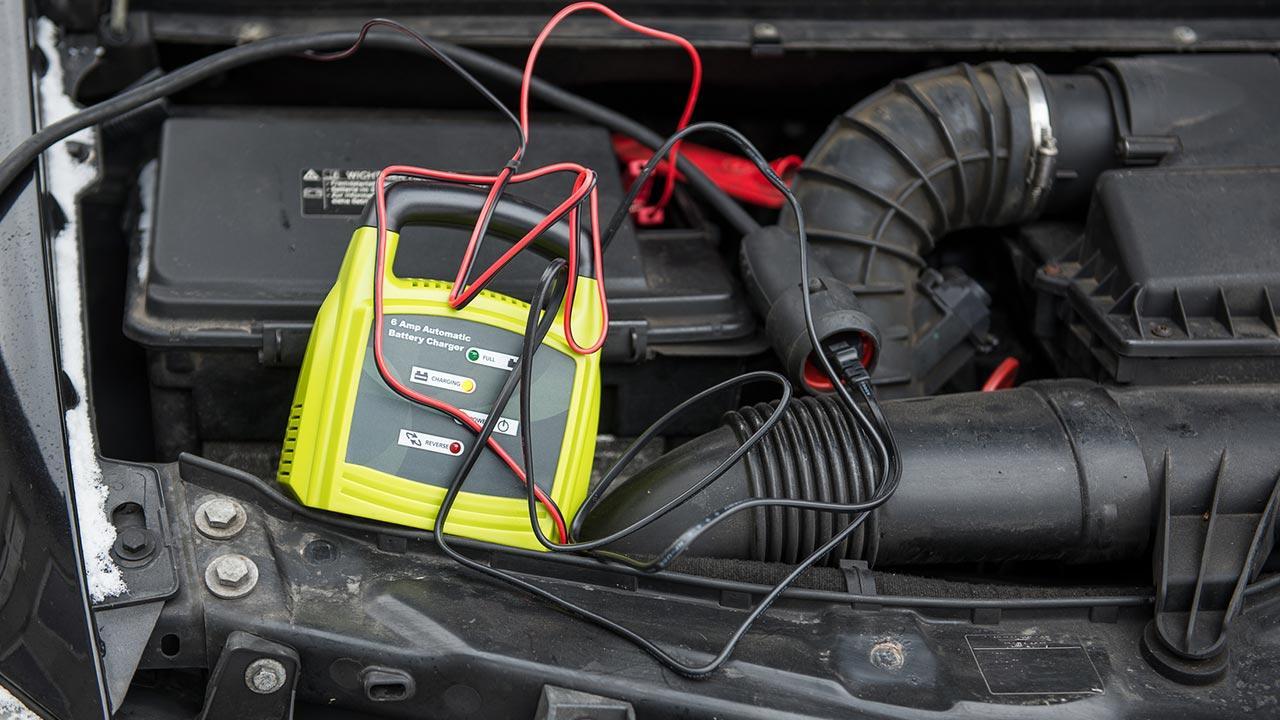 Autobatterie leer - Tipps und Tricks zum Starten - Autobatterie laden