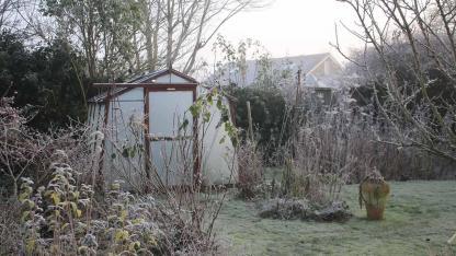 Beginn der Pflanzzeit im Kleingewächshaus - im Wintergarten