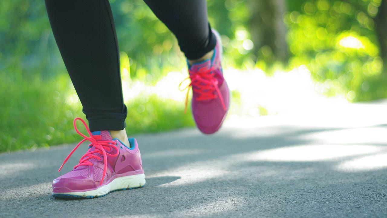 Laufkleidung richtig auswählen - Damenlaufschuhe