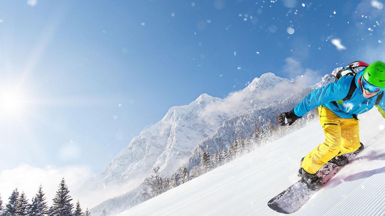 Skifahren in der Frühlingsonne - Snowboarder