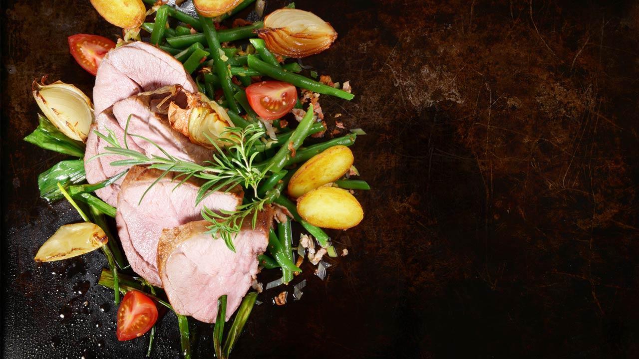 Lammbratenrezepte für Ostern - im Speckmantel