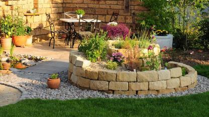Eine Kräuterspirale im eigenen Garten