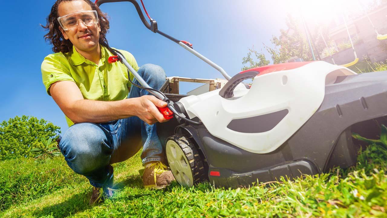 Rasenmäher in Betrieb bringen - Pflege