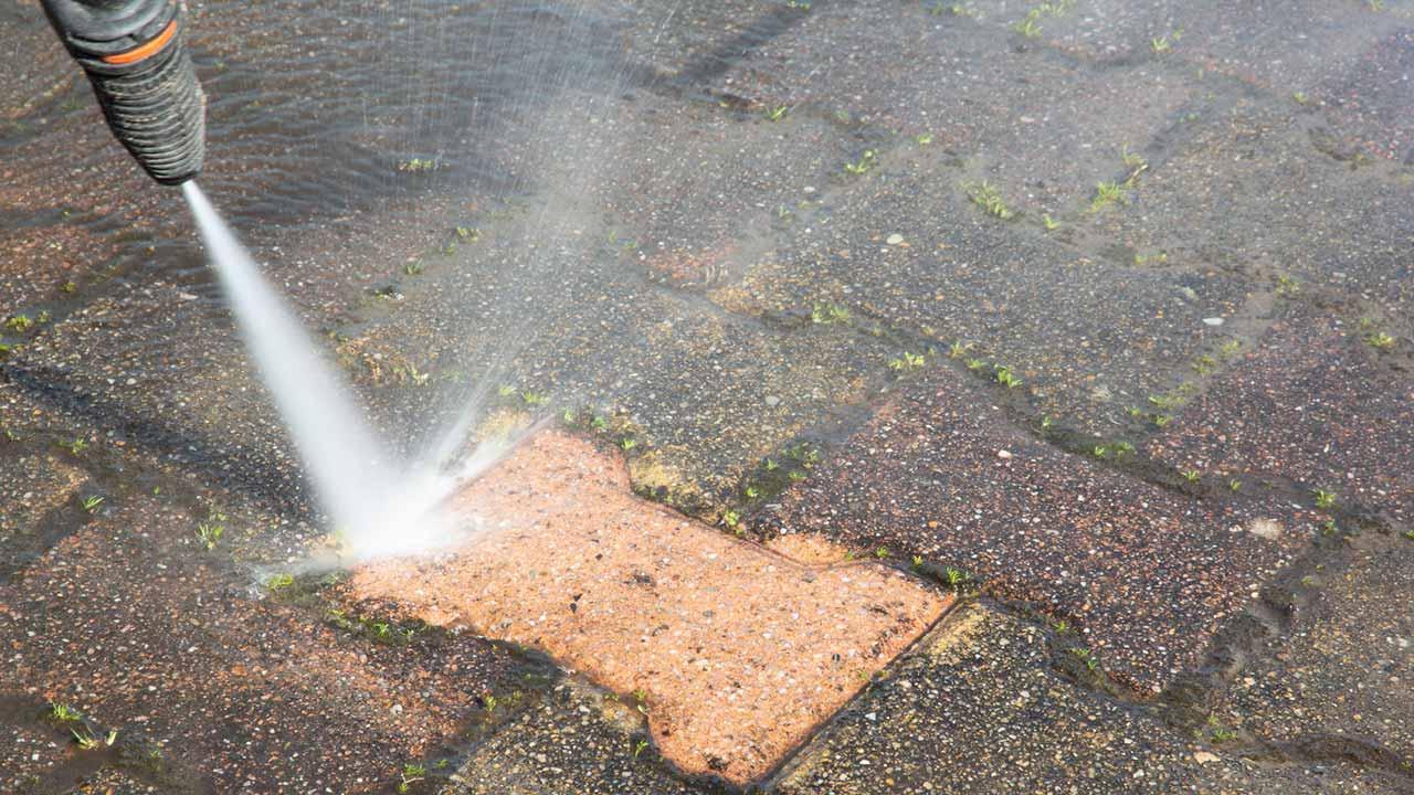 Terrassenfliesen Fugen richtig reinigen - Hockdruckreiniger