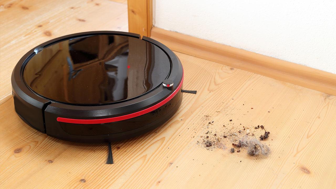 Zeit sparen im Haushalt mit dem Saugroboter - auf dem Holzboden