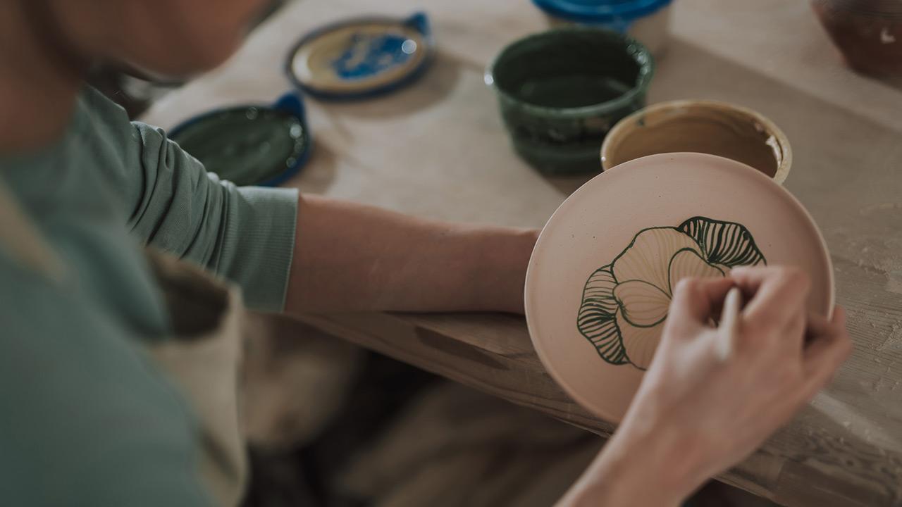 Einstieg ins Töpfern - Teller malen