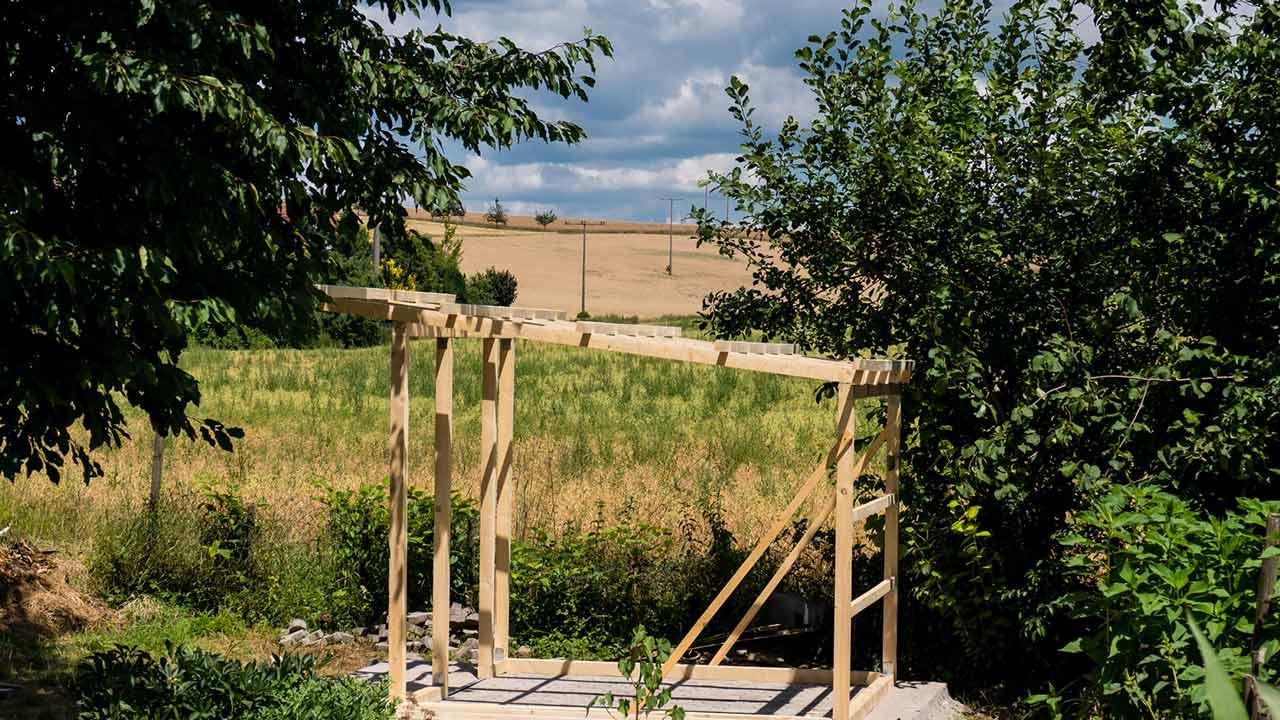 Ein Gewächshaus selber bauen - Gerüst bauen