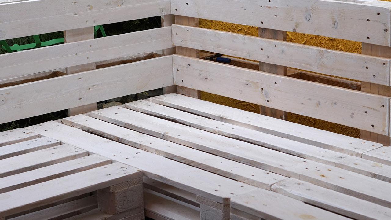 Gartenmöbel aus Paletten selbstgemacht / Sitzbank aus Paletten