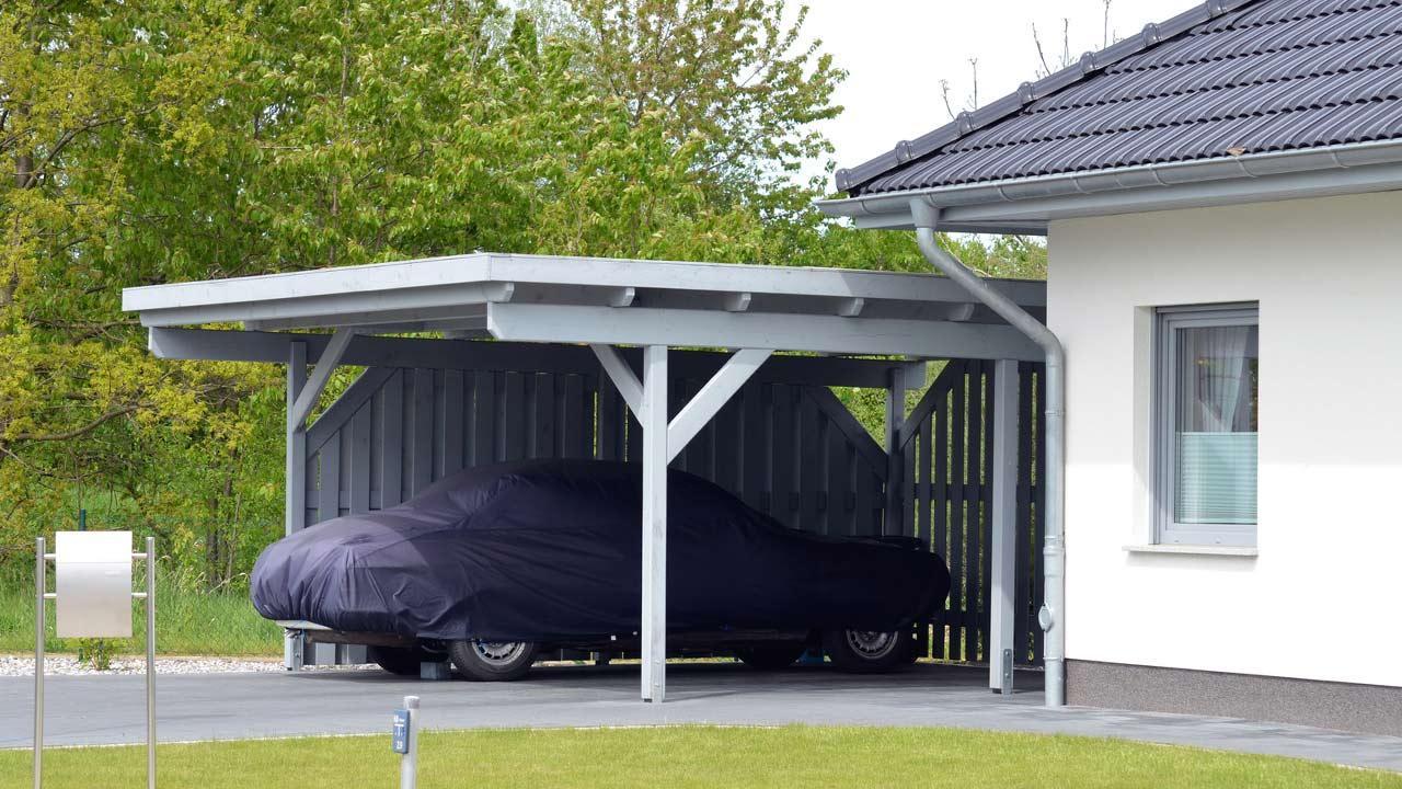 Welche Hagelplane kaufe ich für mein Auto? / Auto mit Schutzplane unter Dach
