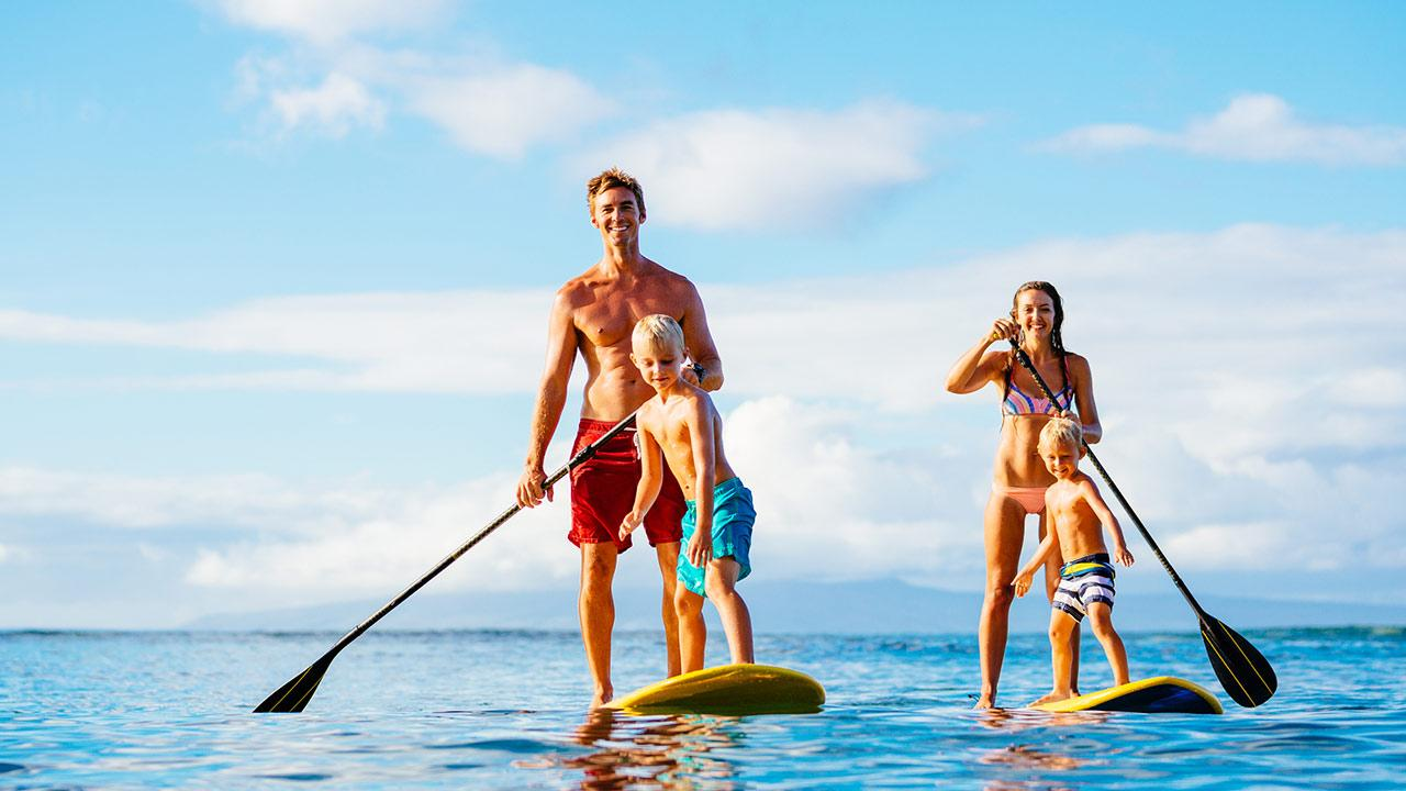 SUP - Stand Up Paddling / Familie beim Stand up Paddling