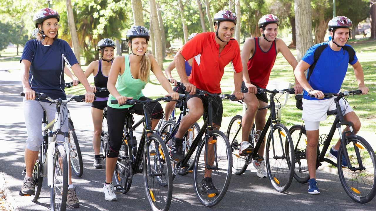 Mit dem Rad die Stadt erkunden: Nürnberg / eine Gruppe von Fahrradfahrern