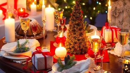 Die schönste Weihnachtsdeko / ein gedeckter Weihnachtstisch