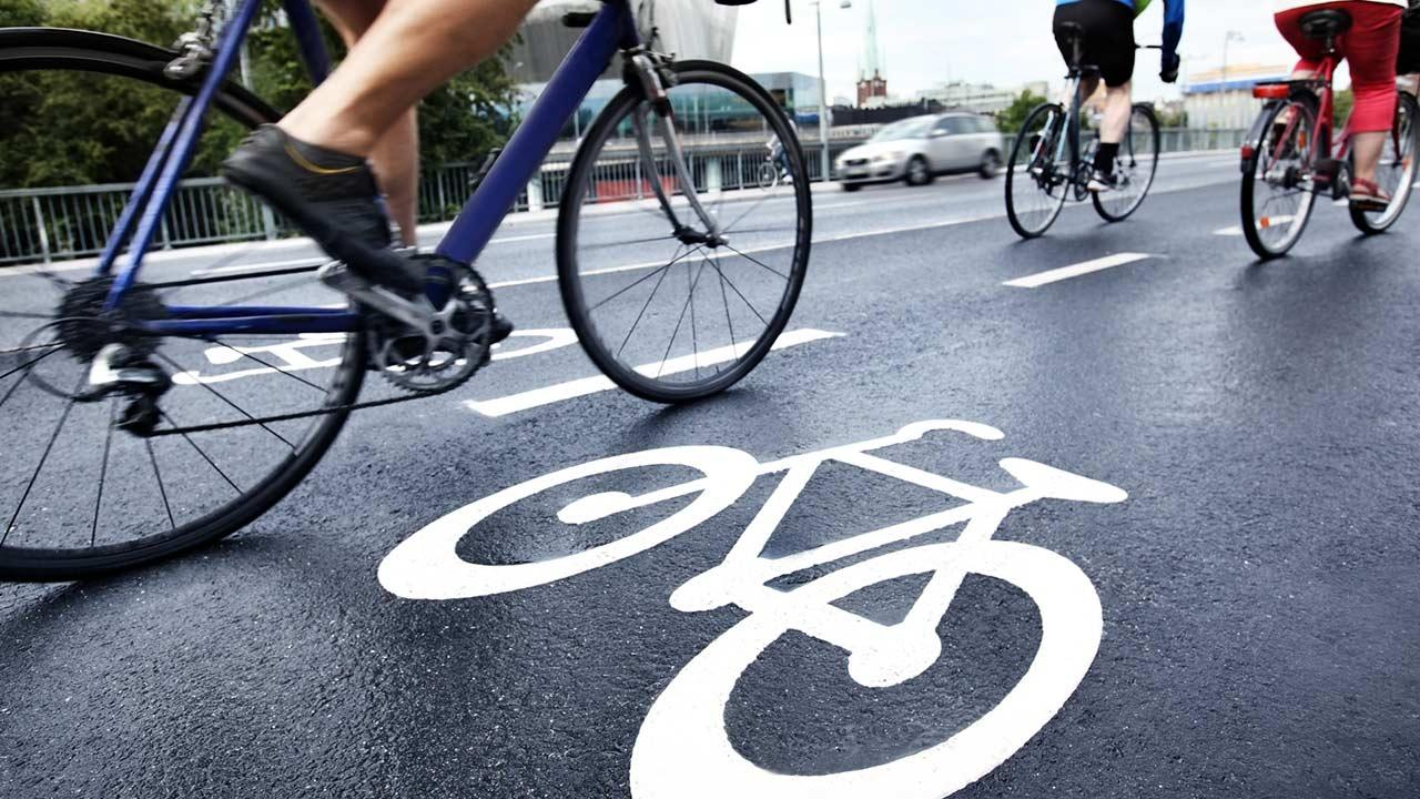 Wie mache ich mein Fahrrad wintertauglich ? / ein Fahrrad am Fahrradweg