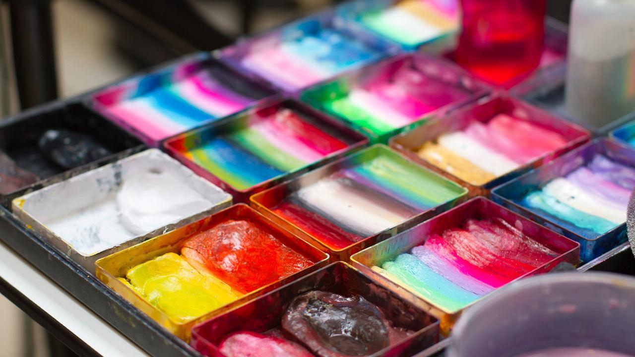 Faschingsmasken - Gesichtsfarben im Test / bunt gemischte Gesichtfarben