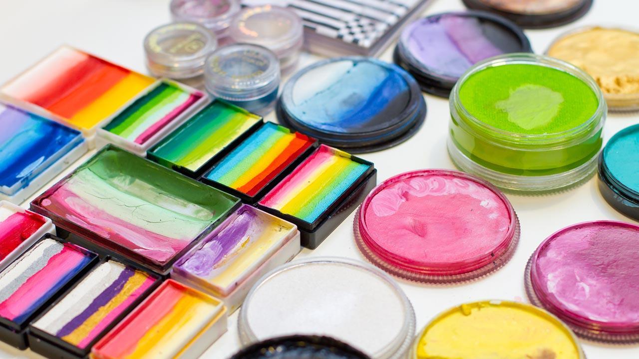 Faschingsmasken - Gesichtsfarben im Test / verschiedene Marken von Gesichtsfarben