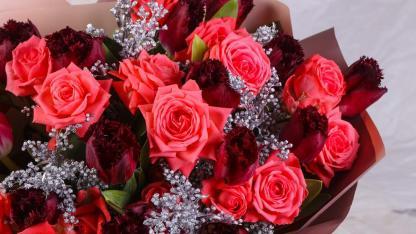 Wie ihre Valentinstagsrosen länger frisch bleiben