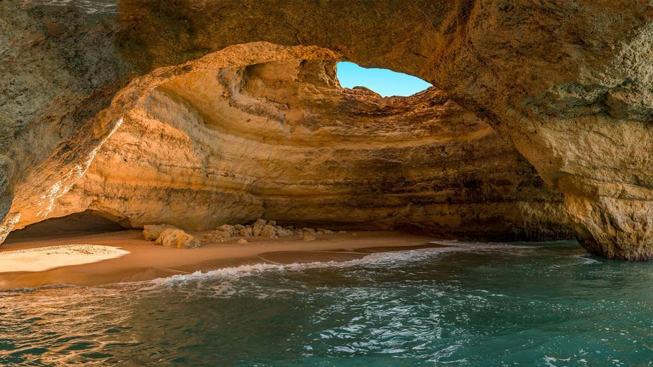 Winterurlaub an der Algarve verbringen - Benagil Strandhöhlen