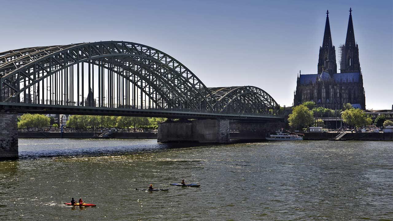 Kanu fahren auf dem Rhein - Köln