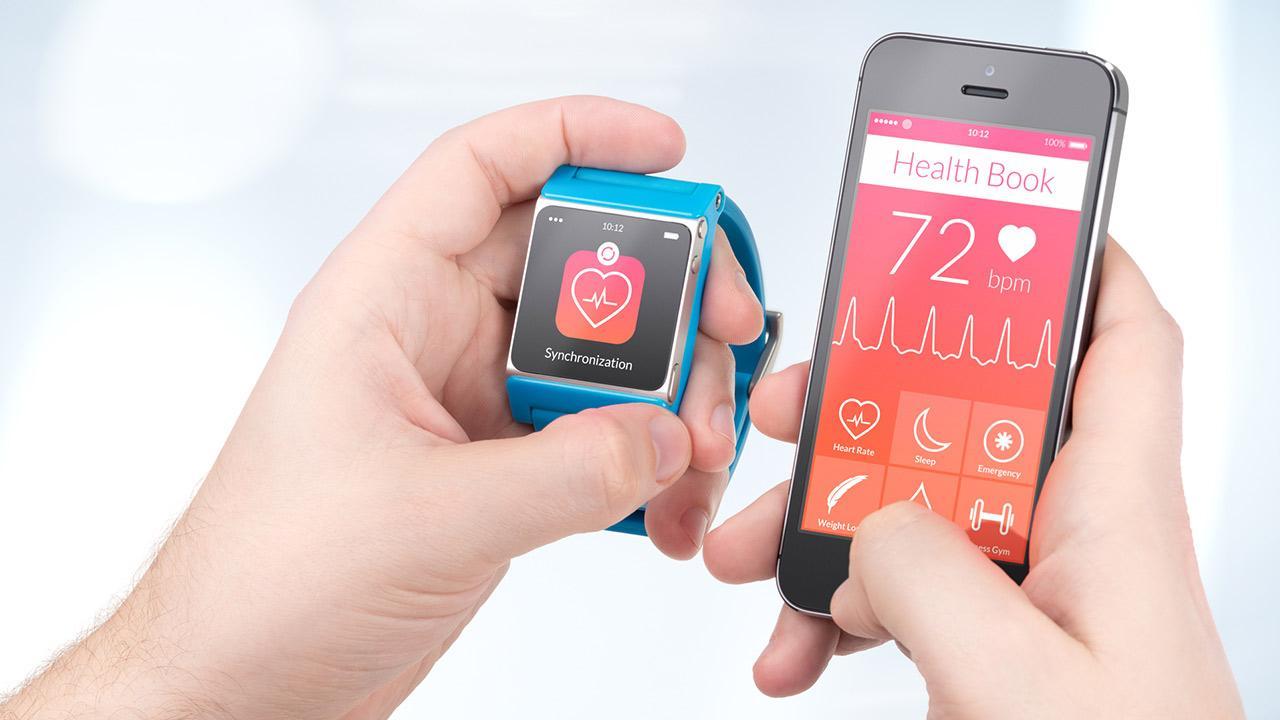 Smartwatch - der digitale Doktor - die Smartwatch misst den Puls und übertrag es auf das Handy