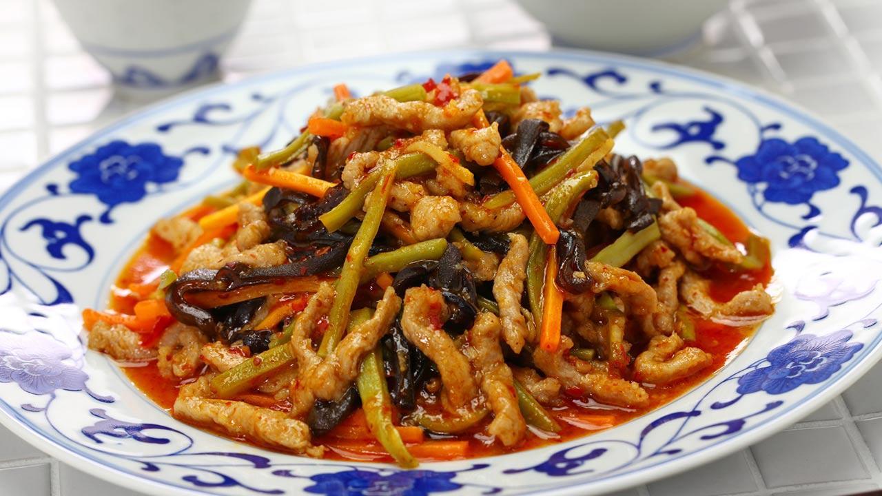 Celtuce das neue Trend Gemüse - Sichuan geschreddertes Schweinefleisch mit Celtuce