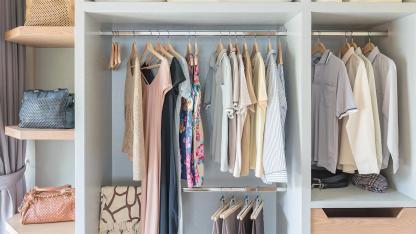 Kleiderschrank frühlingsfit machen - ein ausgemisteter Kleiderschrank